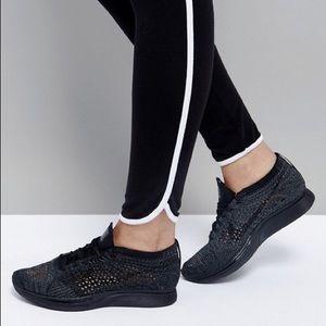 Nike Flyknit Racer Triple Black Sneaker 526628-009